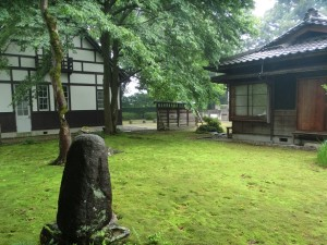 日夏記念館裏の碑
